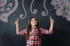 Творческое чувство ребенка гордое и показ ее новые изображения Стоковое Изображение RF