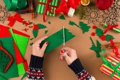 Творческое diy хобби Handmade орнамент рождественской елки войлока Стоковая Фотография RF
