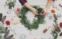 Творческое diy хобби Handmade украшение, орнамент и гирлянда рождества ремесла стоковое фото