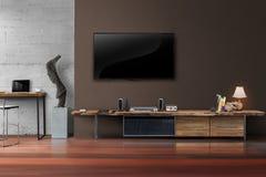 ТВ приведенное на коричневой стене с деревянным столом в живущей комнате Стоковое фото RF