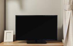 ТВ СИД с пустым черным экраном дальше построенным в полке в живя комнате стоковое фото