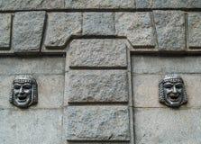 Театральная маска на стене гранита Стоковая Фотография RF