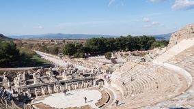 Театр древнего города Ephesus на ноябре на солнечном дне, Турция Timelapse сток-видео