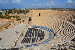 театр caesarea римский Стоковая Фотография