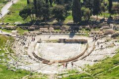 Театр Dionysus под акрополем в Афинах стоковые изображения rf