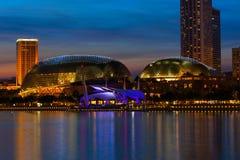 театр singapore вечера esplanade Стоковое Изображение