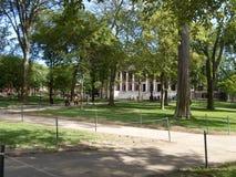 Театр Tercentenary и библиотека Widener, двор Гарварда, Гарвардский университет, Кембридж, Массачусетс, США Стоковое Фото