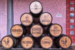 Текила, Jaslico, México - 27-ое декабря 2017 Бочонки используемые к m стоковая фотография rf