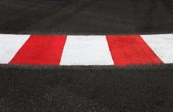 Текстура асфальта гонки и обочина на Grand Prix обходят вокруг Стоковые Фото