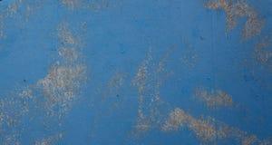 Текстура бирюзы конспекта яркая деревянная над голубой светлой естественной предпосылкой цвета, старым фоном панели с космосом дл стоковая фотография