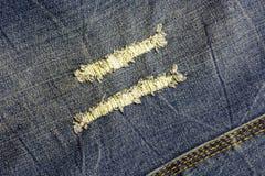 Текстура голубой джинсовой ткани с увядать и втройне шить Стоковая Фотография