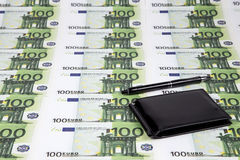 Текстура 100 евро и бумажников Стоковая Фотография