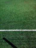 текстура зеленого цвета травы футбола поля предпосылки стоковое изображение