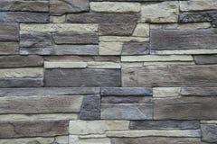 Текстура - искусственное façade декоративного камня Текстура предпосылки каменной стены декоративного серого цвета грубая Стоковые Фотографии RF