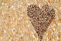 Текстура каменной стены, дороги от малого кругом и овальных камней с резюмированными линиями сердца делает по образцу песочное стоковое изображение rf