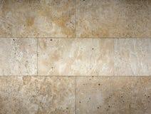 Текстура каменной стены, травертин кроет смотреть на черепицей стоковые изображения rf