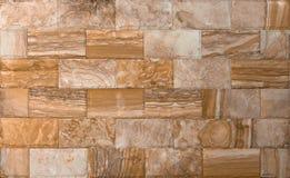 Текстура каменной стены, травертин кроет смотреть на черепицей Стоковое Фото