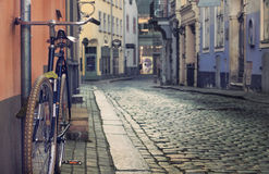 Текстура камня и булыжника, велосипеда на улице города Стоковое Изображение