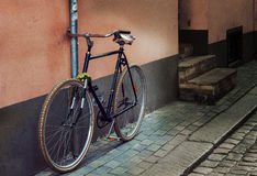 Текстура камня и булыжника, велосипеда на улице города Стоковое Изображение RF