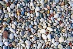 Текстура конца-вверх красочных камешков моря солнце моря луча fiords предпосылки стоковые изображения rf