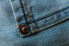 Текстура конца-вверх предпосылки голубых джинсов Стоковые Изображения