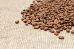 текстура кофе мешковины фасолей предпосылки Стоковое фото RF