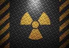 Текстура металлического листа с желтыми лентой предосторежения и warni радиации Стоковая Фотография