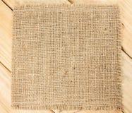 Текстура мешковины на деревянной предпосылке Стоковые Изображения RF