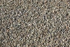 Текстура: небольшой зашкуренный гравий Небольшие белые камни мела Художественные сбросы от природных объектов Материал для строит стоковые фотографии rf