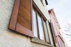 Текстура дома деревянных штарок Windows европейца старая Outdoors Стоковое Изображение