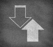 Текстура дороги асфальта с 2 вверх и вниз стрелок Стоковое Фото
