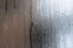 Текстура падения дождя на стеклянной влажной прозрачной предпосылке Стоковое Изображение RF