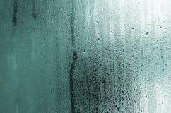 Текстура падения дождя на стеклянной влажной прозрачной предпосылке Стоковые Фотографии RF