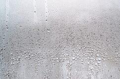 Текстура падения дождя на стеклянной влажной прозрачной предпосылке Стоковые Изображения