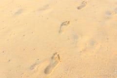 Текстура песка и следы ноги в песке Стоковые Изображения