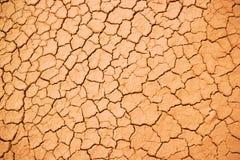 Текстура потрескиванной красной глины Стоковые Фотографии RF