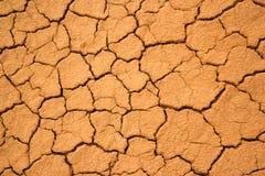 Текстура потрескиванной красной глины Стоковая Фотография RF