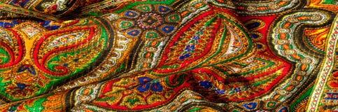 Текстура, предпосылка, картина Головной платок женщины, шаль Яркий c Стоковые Изображения RF