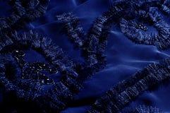 Текстура, предпосылка, картина С зашитыми картинами bluets Silk cha стоковая фотография