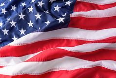Текстура предпосылки американского флага ветер американского флага развевая стоковая фотография rf