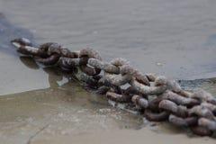 Текстура предпосылки изображения фото военноморского старого ржавого звена цепи Стоковые Фотографии RF