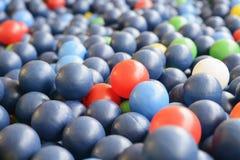 Текстура предпосылки пестротканых пластичных шариков на playgro Стоковая Фотография RF