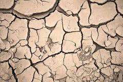 текстура предпосылки треснутая глиной сухая стоковое фото rf