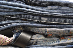 Текстура предпосылки джинсовой ткани голубых джинсов Стоковые Изображения RF
