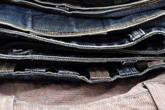 Текстура предпосылки джинсовой ткани голубых джинсов Стоковые Фото
