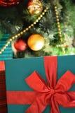 Текстура предпосылки коробки праздничного подарка в вертикальной рамке Стоковое фото RF