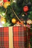 Текстура предпосылки коробки праздничного подарка в вертикальной рамке Стоковое Изображение RF