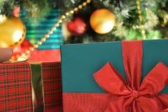 Текстура предпосылки коробки праздничного подарка в горизонтальной рамке Стоковые Изображения RF