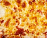Текстура предпосылки расплавленной моццареллы на пицце Стоковая Фотография RF