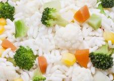 Текстура риса, с брокколи, цветная капуста, морковь и стоковое фото rf